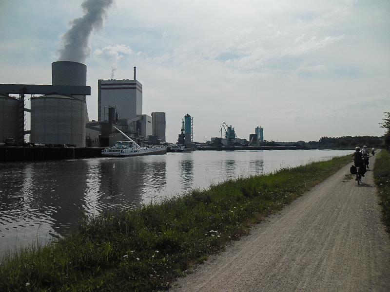 Radweg-Kanal