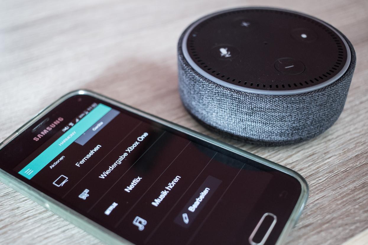 Verwendung des Logitech Harmony Hub mit Alexa Sprachsteuerung